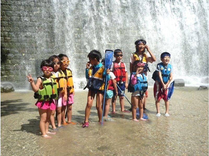 【福島・裏磐梯】4歳から参加OK!家族で楽しむ夏の川遊び!高森川ウォーターハンティングの紹介画像