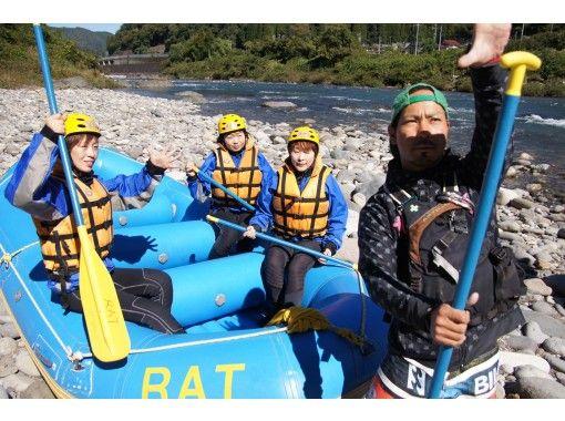 【岐阜・郡上】長良川の大自然を満喫ラフティング体験・施設充実(半日ツアー)の紹介画像