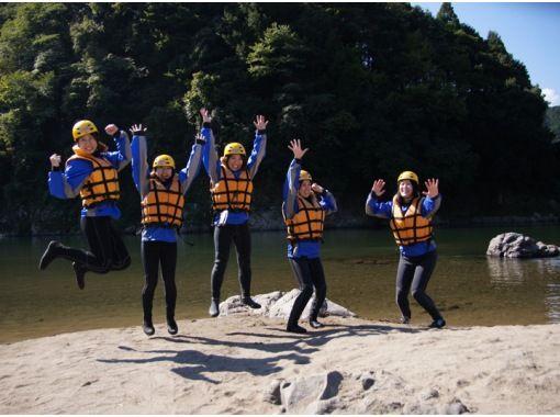 [岐阜-Nagara River]讓我們享受一整天的荒野吧!漂流經驗(1日遊)の紹介画像