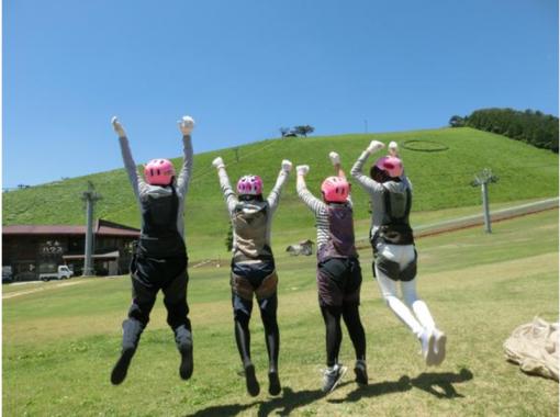 【兵庫・神鍋高原】インストラクターと一緒で安心「タンデムフライト体験」お子様抱っこで3人乗りも可!