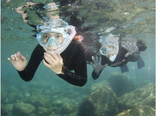 黄金崎の青い海で子供も大人も一緒に楽しめるシュノーケリング♪ スタッフと一緒に2時間(写真無料プレゼント)6歳~