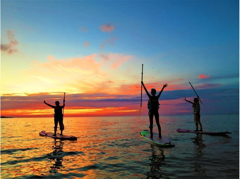 【Onna village / about 2 hours】 Sunset SUP | Cruising the coastline in the sunset! An exciting experience at the end of the day! Introduction image of