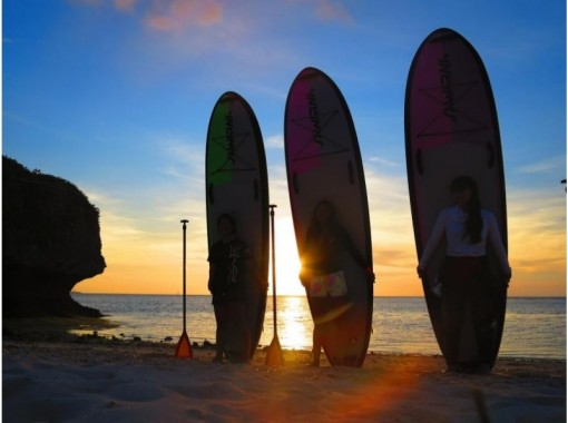 [Okinawa Onna] Sunset SUP   Cruising coastline in the sunset! An impressive experience at the end of the day! (With photo and movie shooting service)の紹介画像