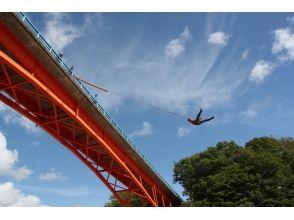 【北海道・日高】川に向かってジャンプ!ブリッジスウィング体験