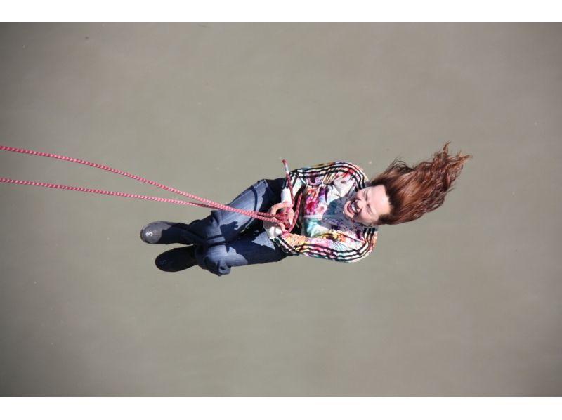 【北海道・日高】川に向かってジャンプ!ブリッジスウィング体験の紹介画像