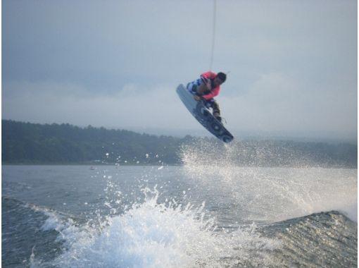 【山梨・山中湖】富士山をバックにウェイクボード体験1セット(20分)