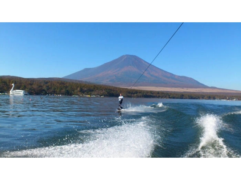 [Yamanashi Yamanaka] introduction image of wakeboard experience one set back the Fuji (20 minutes)