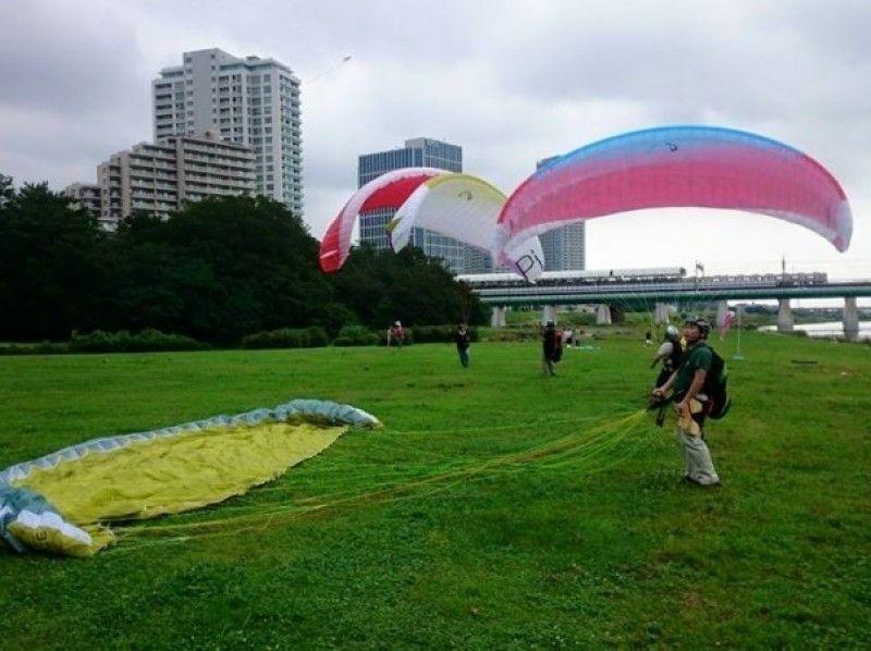 【東京・世田谷】3歳から参加可能。小学生以下のお子さま向けパラグライダー1時間体験の紹介画像