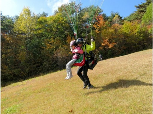 """[Nagano/ Aoki Village] Experience Paragliding! Two-seater """"tandem flight experience course"""" can also be shot!の紹介画像"""