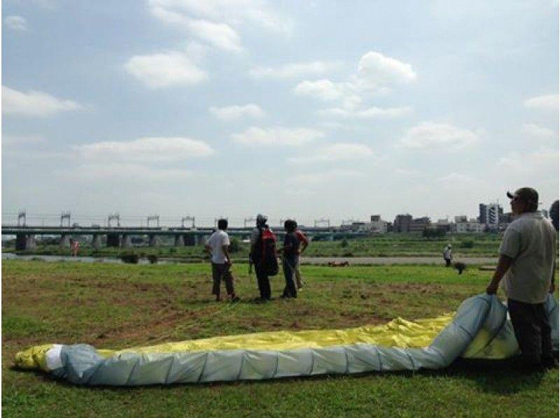 【東京・世田谷】中学生以上参加可能。多摩川河川敷で1時間のパラグライダー体験。青空に飛び立とう!の紹介画像
