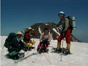 【新潟・妙高高原】妙高山麓前山山頂までのトレッキング。スノーシューで行く日帰り体験ツアーの魅力の説明画像