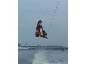 【福岡・海の中道マリーナ】気軽に楽しめる人気のマリンスポーツ!ウェイクボード体験(ビジターコース)の魅力の説明画像