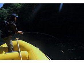 [北海道・ニセコ]ハイスピードに攻める!ニセコドリフトボートフィッシングガイドの魅力の説明画像