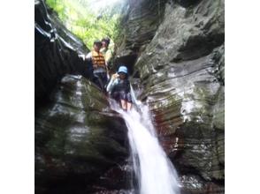 【沖縄・名護発】海も川も!沖縄を満喫☆シュノーケル&沢登りコースの魅力の説明画像