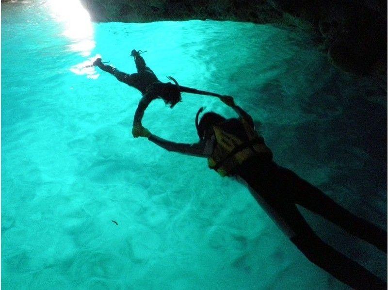 プランの魅力 青の洞窟でシルエット写真 の画像