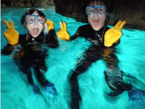 [Okinawa Onna guide Exclusive! SUP experience & blue cave snorkeling photography and with SD card gift! Charm of description image of