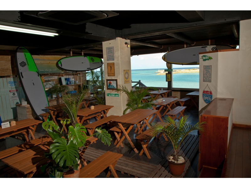 Plan charm parking lot · hot shower · coin locker · girls' changing rooms all free! In addition, the inside of the store is an image of the ocean view