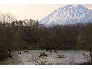 【北海道・ニセコ】自然がいっぱいのニセコでゆったり下ろう!ニセコ清流下り!の魅力の説明画像