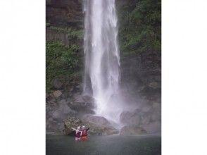 【沖縄・西表島】滝の上の絶景も楽しめる!迫力満点ピナイサーラの滝 カヌー&トレッキング1日ツアーの魅力の説明画像