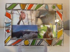 【埼玉・川越】簡単でキレイ!趣のあるステンドグラス風写真立て作りの魅力の説明画像