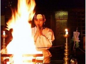 プランの魅力 A female practitioner praying for the fulfillment of her wish の画像