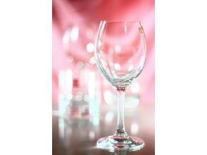 プランの魅力 クリスタルワイングラス。お父さんお母さんへお揃いをプレゼントするのも素敵です。 の画像