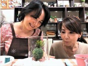 プランの魅力 苔玉を飾る綺麗な円筒型グラス(横10㎝高さ13㎝) の画像