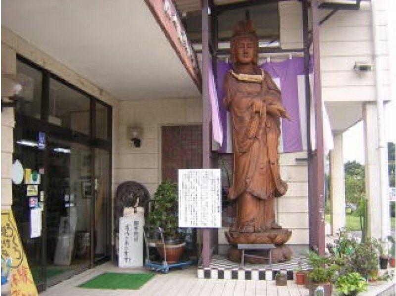 プランの魅力 長谷川陶苑のシンボル「益子の森観音」。一本木彫りの大きな観音様がお出迎え の画像
