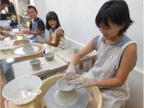 プランの魅力 您可以用水将旋转桌上的粘土拉长,制成茶碗,碗等。 の画像