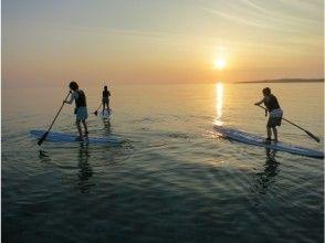 プランの魅力 Stand up paddle in the sea of evening calm の画像