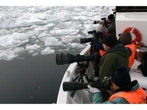 Meet in Hokkaido, Shiretoko] winter of spectacular scenery in the Shiretoko. Description image of drift ice cruising & Bird Watching shooting course of charm