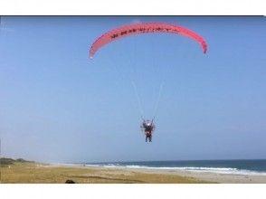 プランの魅力 砂浜からパラグライダーテイクオフ の画像