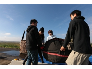 【埼玉県・加須】友人同士のグループにおすすめ!熱気球で絆を深める冒険フライトの魅力の説明画像