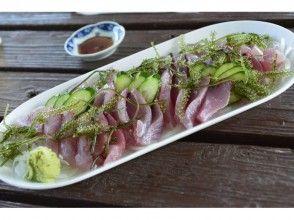プランの魅力 Tuna sashimi set meal with plenty of sea grapes の画像