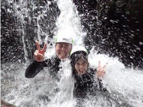 プランの魅力 Feeling refreshed by being hit by a waterfall の画像
