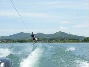 【山梨・山中湖】全力で遊びつくそう! フライボード&ウェイクボード体験プランの魅力の説明画像