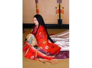 【京都・伏見】十二単・直衣 婚礼記念撮影プラン~平安時代の華やかな装いで婚礼記念写真~の魅力の説明画像