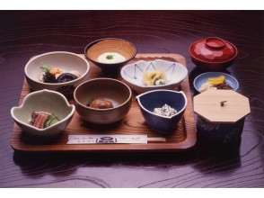 【奈良・伝統文化体験】「室生寺」 散華の絵付け体験と僧侶とランチの魅力の説明画像