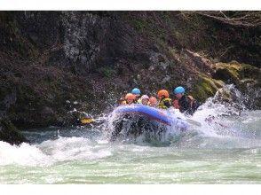 【青森県西目屋村】白神山地発・岩木川でゆったりラフティング!の魅力の説明画像