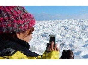【北海道・網走】氷の滝スノーアドベンチャー!流氷と氷瀑のスノーシュートレッキングの魅力の説明画像