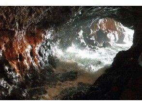 プランの魅力 Waves breaking in the cave の画像