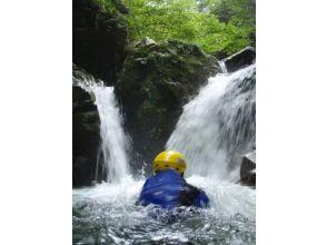 【滋賀・シャワークライミング】日本の滝百選!八ッ淵の滝(半日Aコース) 9:00集合≪SC-4≫の魅力の説明画像