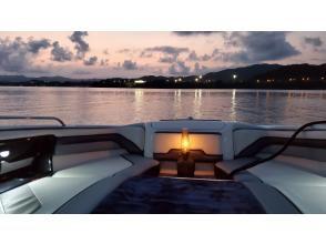 プランの魅力 夕暮れ時の湖 の画像