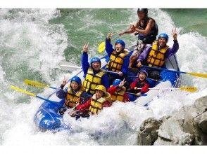 【Wチャレンジ☆ファミリーキャニオニング&水上・ラフティング】1日2種目、家族で最高の思い出を!の魅力の説明画像
