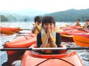 【福島・裏磐梯】3歳から参加OK!しぶきを浴びて楽しもう!小野川湖スプラッシュレイクカヌーの魅力の説明画像