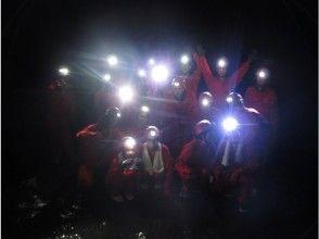 【山梨・河口湖】富士山麓・青木ヶ原樹海の溶岩洞窟探検(ケイビング)の魅力の説明画像