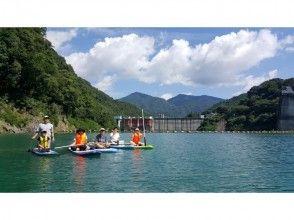 プランの魅力 Commemorative photo taken in front of the dam の画像