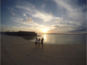 [Okinawa Miyakojima] Sunset SUP experience to be healed by leisurely relaxing under the sunset of (1-1.5 hours) charm of description image