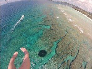 【沖縄・北部エリア/名護/本部/瀬底島】もっと高い空へ!フライボード体験コース&パラセーリング体験の魅力の説明画像