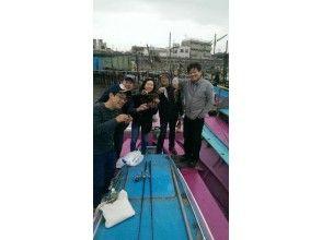 在[東京羽田機場,東京灣]海底撈攻擊同乘的船! ! ★石斑魚,石斑魚船★魅力形象的描述